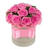 25 червоних троянд в шляпной коробці