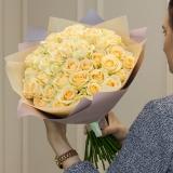 51 Кремова троянда