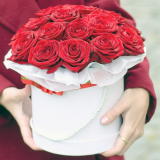 25 red roses in a hat box