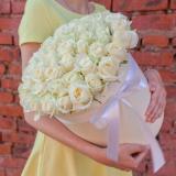51 біла троянда в шляпной коробці