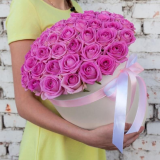 51 pink roses in a hat box