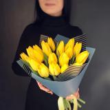 19 Жовтих тюльпанів