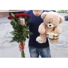Червоні троянди і ведмедик