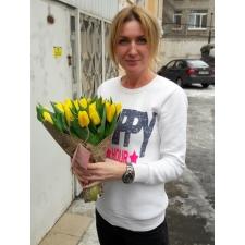25 жовтих тюльпанів