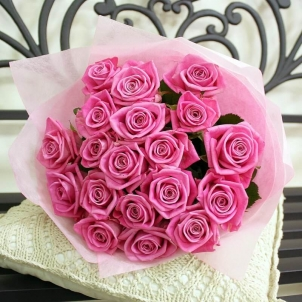 19 Рожевих троянд