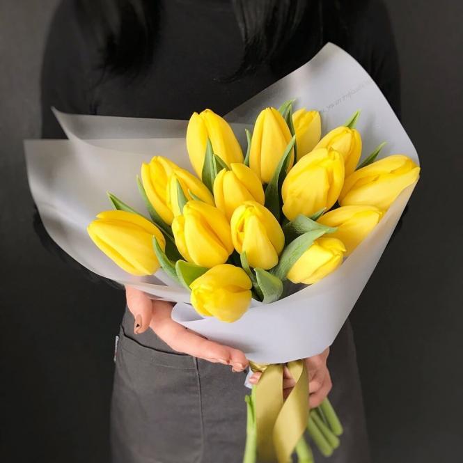 15 Жовтих тюльпанів