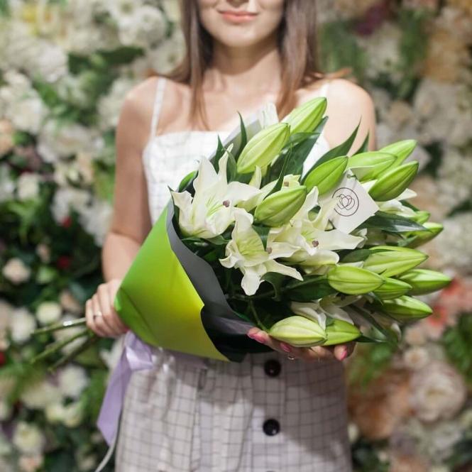 11 White lilies