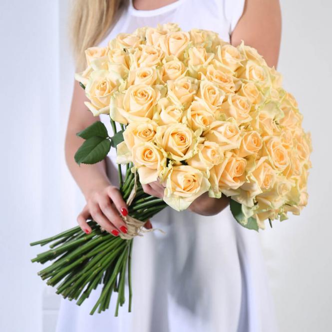 45 Кремових троянд