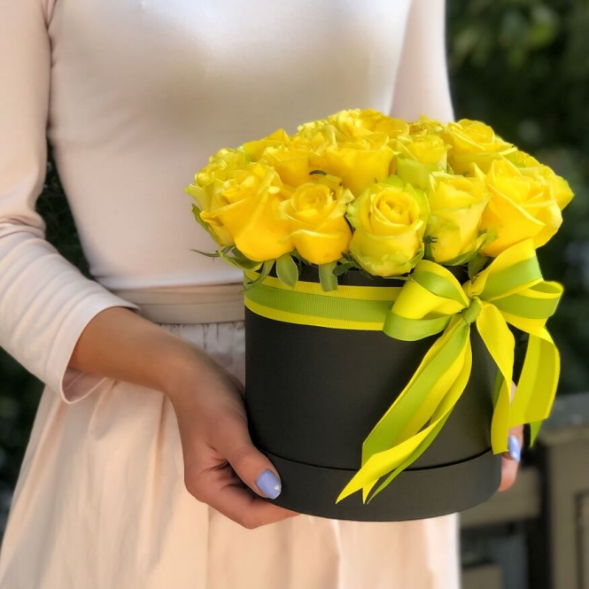 25 yellow roses in a hat box