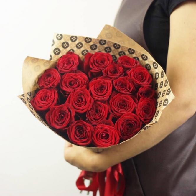 19 Червоних троянд