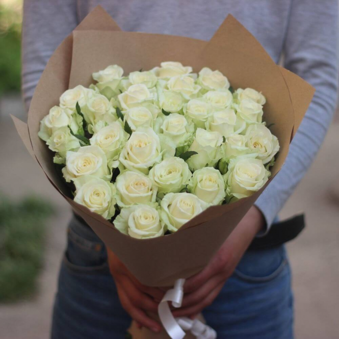 35 White roses