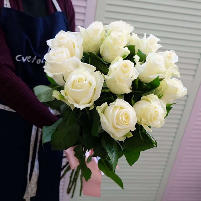 13 Білих троянд