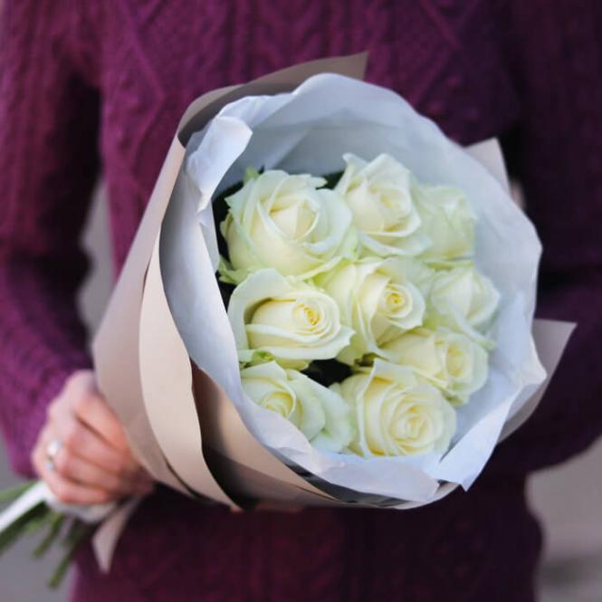 9 Білих троянд
