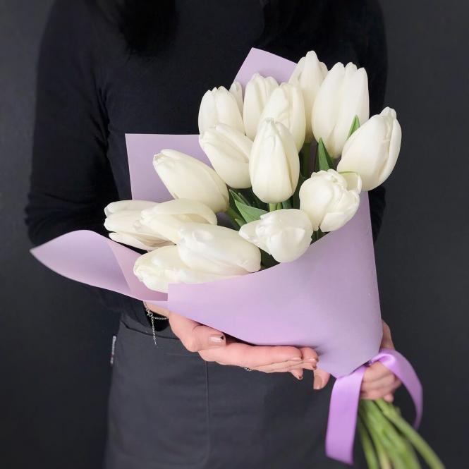 15 Білих тюльпанів