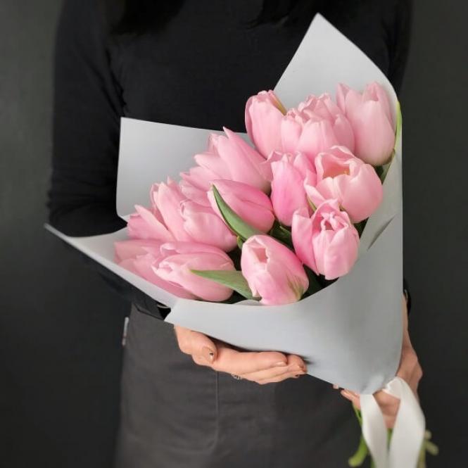 15 Рожевих тюльпанів