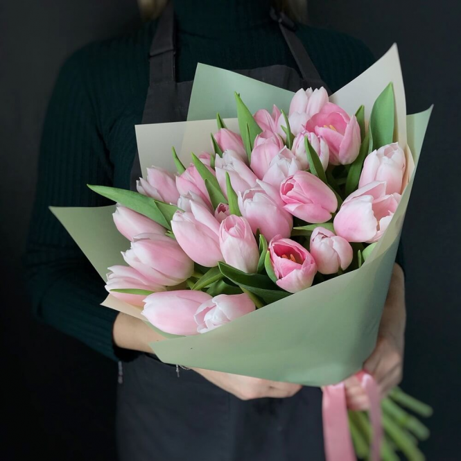 25 Pink tulips