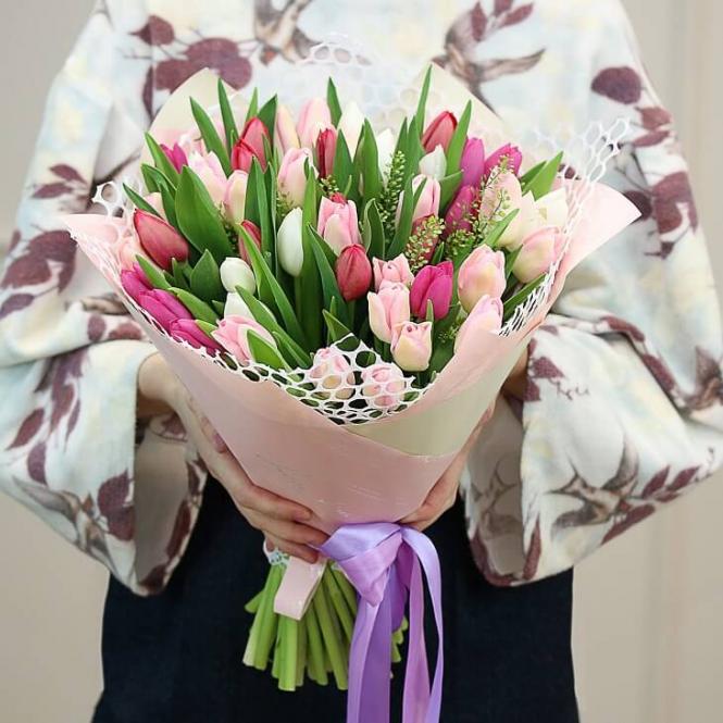 51 Різнобарвний тюльпан